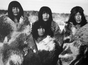 Cuatro mujeres Selknam