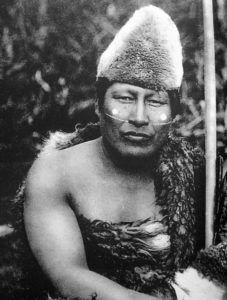 Hombre Selknam con pintura facial