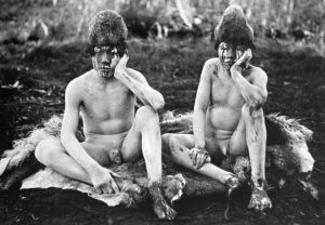 Jóvenes iniciados durante la ceremonia del Hain.
